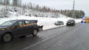 Lahden moottoritiellä Kuusijärven kohdalla oli kuuden auton ketjukolari