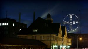 Kemianjätti Bayerin logo Saksassa