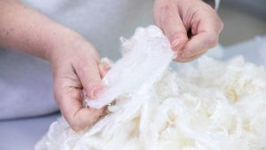 Liukosellusta valmistettua Ioncell-tekstiilikuitua.