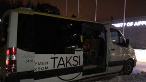 Kymenlaakson Taksin 8-paikkainen tilataksi.