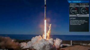 avaruusraketti lähtee