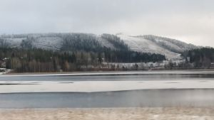 Himoksen rinteitä peittää ohut lumikerros