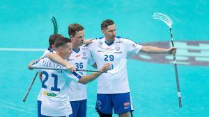 Suomen kolmosviisikko Norjaa vastaan MM-kisoissa 2018.
