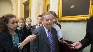 Republikaanisenaattori Lindsey Graham vastustaa asemyynnin jatkamista Saudi-Arabiaan niin pitkään kun kruununprinssi bin Salman on maan johdossa.