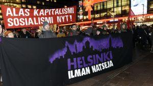 Helsinki ilman natseja -mielenosoitus Narinkkatorilla Helsingissä