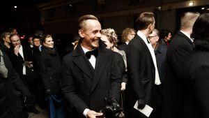 Näyttelijä Jasper Pääkkönen saapuu itsenäisyyspäivän vastaanotolle Presidentinlinnaan