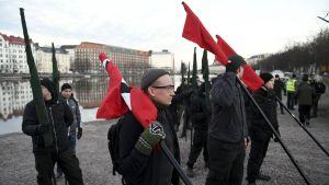 Uusnatsien Kohti vapautta! -marssi järjestyi marssille Kaisaniemessä Helsingissä itsenäisyyspäivänä.