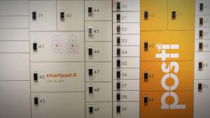 Pakettiautomaateista löytyy lokeroita monenkokoisille paketeille.