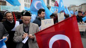Turkkilaismies liittyy armeijaan taistellakseen Pohjois-Syyrian kurdeja vastaan.