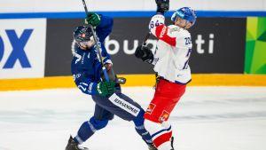 Jesse Virtanen #21, FIN ja Tomas Zohorna #79 CZE