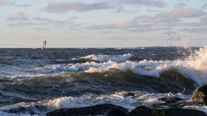 Merenrantaa Kallossa Porissa myrsky meri
