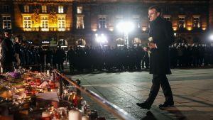 Presidentti Emmanuel Macron vierailee Strasbourgissa terrori-iskun jälkeen.