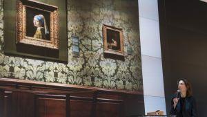 Mauritshuisin johtaja Emilie Gordenker esittelee pioneerihanketta eli Vermeerin koko tuotannon kokoavaa virtuaalimuseota.