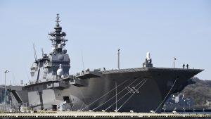 Japanin laivaston helikopteritukialus Izumo.