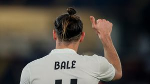 Real Madridin Gareth Bale näyttää Litti-peukkua.