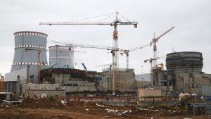 Uusia reaktoreita rakennettiin Sosnovyi Borissa lokakuussa 2016.