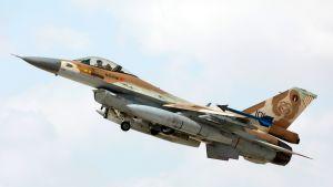 Israelin F-16-hävittäjä nousemassa ilmaan Ovdan tukikohdasta marraskuussa 2017.
