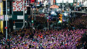 Uudenvuoden juhlintaa New Yorkin Times Squarella vuonna 2016.