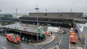 Pelastusyksiköitä Hannoverin lentokentällä 29. joulukuuta 2018.