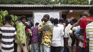 Ihmisiä äänestyspaikalla Kinshasassa 30. joulukuuta 2018.