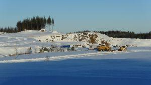Kymi Ringin moottoriurheilurata talvella, lumen peittämänä.