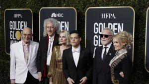 Jim Beach, Brian May, Lucy Boynton, Rami Malek, Roger Taylor ja Sarina Potgieter  Golden Globe -gaalassa.