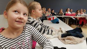 Oppilaita kulttuurikeskus Virran väistötiloissa