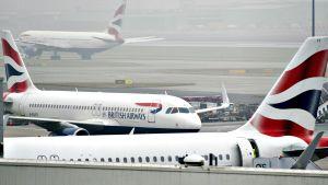 Lentokoneita Heathrow'n lentokentällä.
