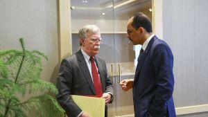 Valkoisen talon turvallisuusneuvonantaja  John Bolton keskusteli turkkilaisen virkaveljensä Ibrahim Kalinin kanssa Ankarassa 8. tammikuuta 2019.