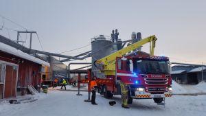 Kuusamossa Pölkky Oy:n sahalla syttyi aamupäivällä tulipalo.