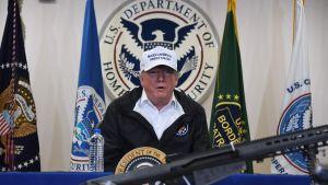 Presidentti Donald Trump McAllenissa Meksikon rajalla.
