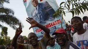 Félix Tshisekedin kannattajat odottivat torstaina vaalituloksen julistamista Kinshasassa.