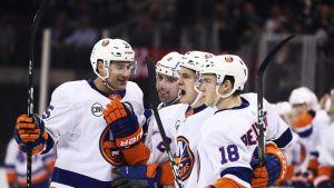 NY Islandersin pelaajia kuvassa