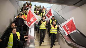 Turvatarkastajat osoittivat mieltään Kölnin lentokentällä 10. tammikuuta.