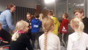 Ruununmyllyn koululla saksankilene kielisuihkutustunnilla