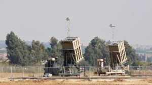 Iron Dome -ohjusjärjestelmiä.