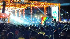 Sateenkaarilippu liehuu konsertissa Kairossa, Egyptissä syyskuussa 2017.
