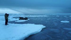 Södra Vallgrundissa asuva ja luonnossa viihtyvä biologi Timo Lumme pääsee näihin maisemiin lähes kotioveltaan