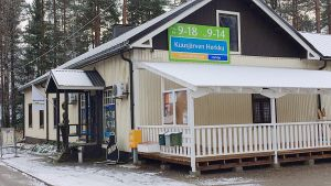 Kuusjärven Herkku -kyläkauppa Outokummussa.