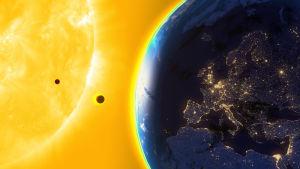 Maapallo, Venus, Merkurius ja aurinko.