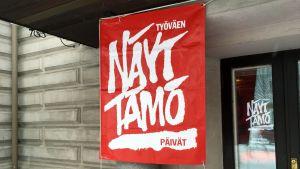 Työväen näyttämöpäivien lippu Mikkelin teatterin edustalla.