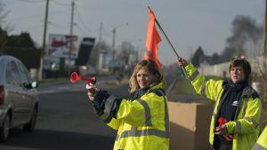 Keltaliivien protestit jatkuvat yhä eri puolilla Ranskaa. Erityisen aktiivista liikkeen kannatus on ranskalailla pikkupaikkakunnilla.