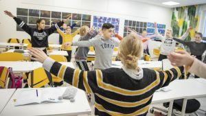 3001 KSU Liikkuva Koulu LiikkuVaksit liikuttaa luokan oppilaita 2.jpg
