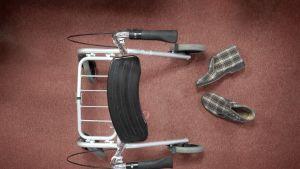 Vanhus rollaattori vanhustenhoito