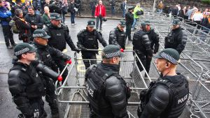 Poliiseja Belfastissa, Pohjois-Irlannissa.