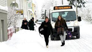 Bussi 115 tuo koululaiset Pispalaan