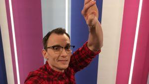 Näyttelijä Marc Gassot Puoli seitsemän studiossa