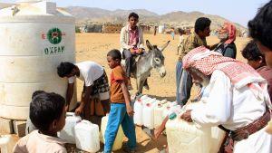 Hodeidan taisteluita paenneita jemeniläisiä Hajjahissa 16. tammikuuta.