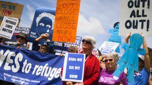 Mielenosoittajat vaativat lasten tuomista pois Nauru-saaren keskuksesta Canberrassa, Australiassa, 27. marraskuuta 2018.