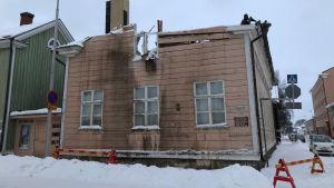 Kuvassa tulipalosta kärsinyt Luontomuseo Kiepin rakennus Kokkolassa